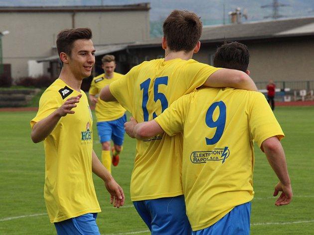 Fotbalový Šumperk (ve žlutém). Ilustrační foto