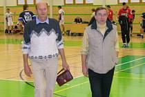 Josef Dopita (vlevo) na sedm let starém snímku. Vedle něho je Jaroslav Krobot, šéf šumperské házené.