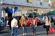 Nově otevřená nákupní zóna v Jeseníku.