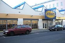 Pohled na prodejnu Albert v ulici M. R. Štefánka v Šumperku