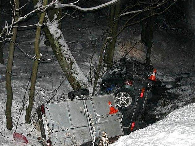 Land Rover v potoce nedaleko Ramzové
