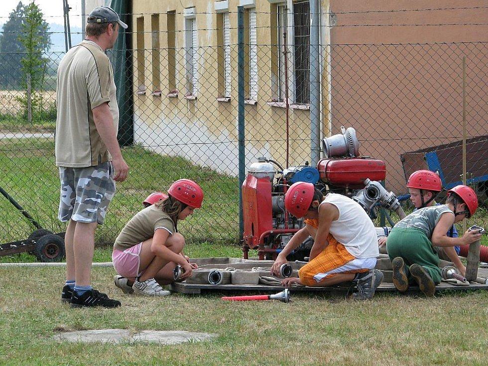 Mladí hasiči táboří na Lužích