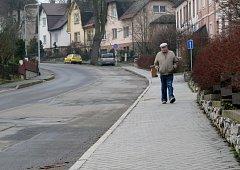 Téměř dva kilometry chodníků ve čtvrti Na Výsluní nechalo opravit město Zábřeh.