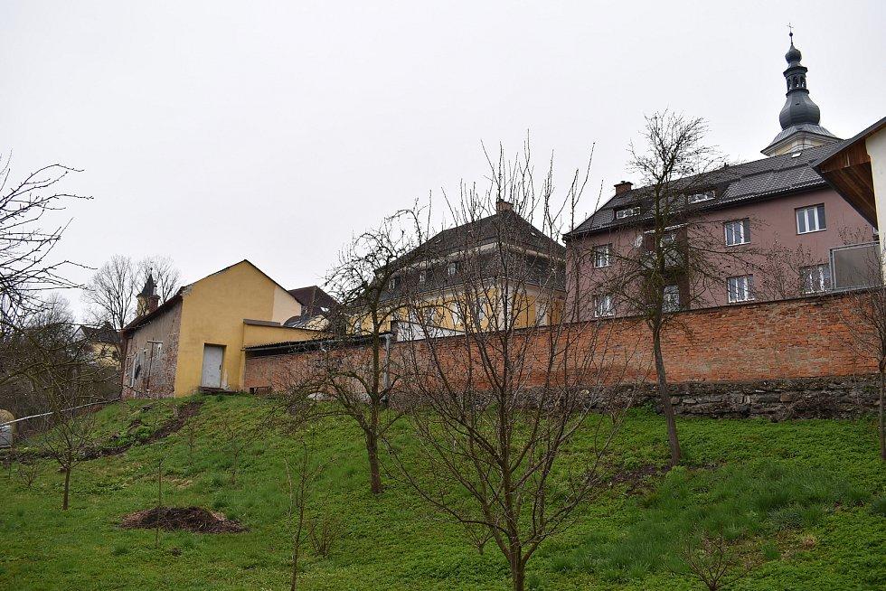 Farní zahrada v centru Zábřehu.