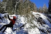 Cvičení jesenických hasičů - záchrana turisty ze skal u Bělé pod Pradědem