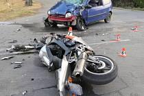 Tragická srážka motocyklu s Renaultem Twingo u Palonína
