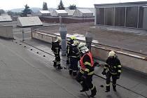 Hasiči likvidovali menší požár v mohelnickém Siemensu.