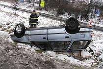 Bez zranění skončil 30. prosince karambol jednapadesátiletého řidiče Peugeotu, který havaroval na rychlostní silnici I/35 v Mohelnici.