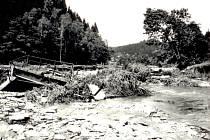 Most do Pustých Žibřidovic zničený povodní v roce 1997.
