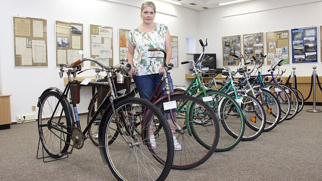 Legendární kola Velamos připomíná výstava v šumperském archivu.