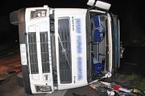 Škody za  téměř půl milionu korun jsou výsledkem nehody kamionu nedaleko Klepáčova