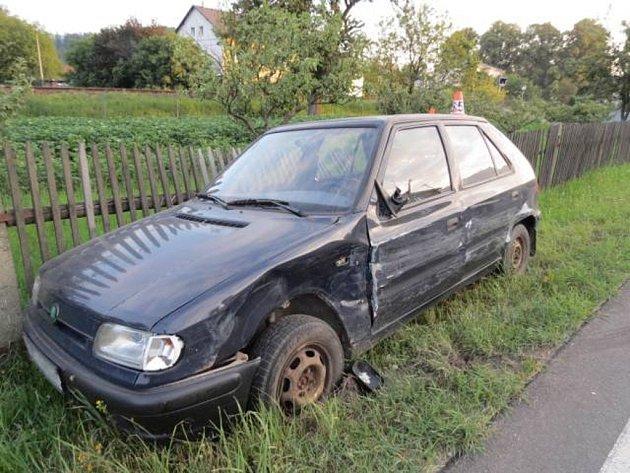 Škoda Felicia po střetu s fordem.
