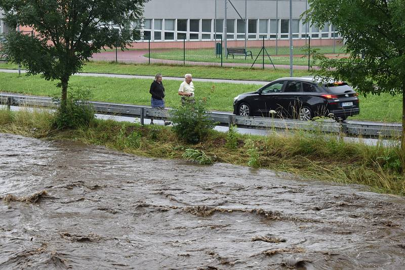 Rozvodněná řeka Bělá v neděli 18. července v Jeseníku.