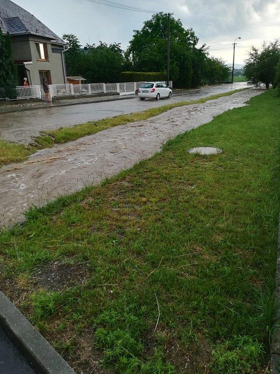Následky průtrže mračen ve čtvrtek 13. června v Kolšově.