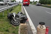 Nehoda motorky a Škodovky mezi Mohelnicí a Olomoucí.