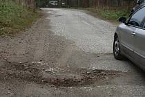 Stav silnice v Hynčicích pod Sučinou je ketastrofální