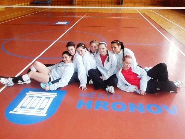 Šumperské volejbalistky v Hronově