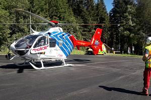 Cyklista ve věku čtrnáct let zřejmě nezvládl zatáčku na silnici mezi Ovčárnou a Hvězdou, těžce se zranil a musel pro něj letět vrtulník z Ostravy