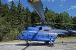 Transport vyrubané kleče v Jeseníkách zajišťuje vrtulník. Září 2020