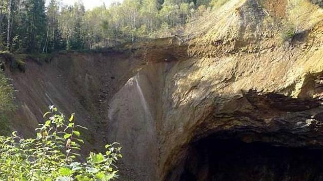 Důlní propad Žebračka u Zlatých Hor