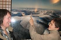 Milada Vintrová a její syn na vernisáži výstavy o Jeseníkách