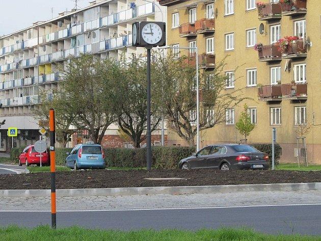 Rondel v Lidické ulici v Šumperku byl v závěru osazen hodinami.