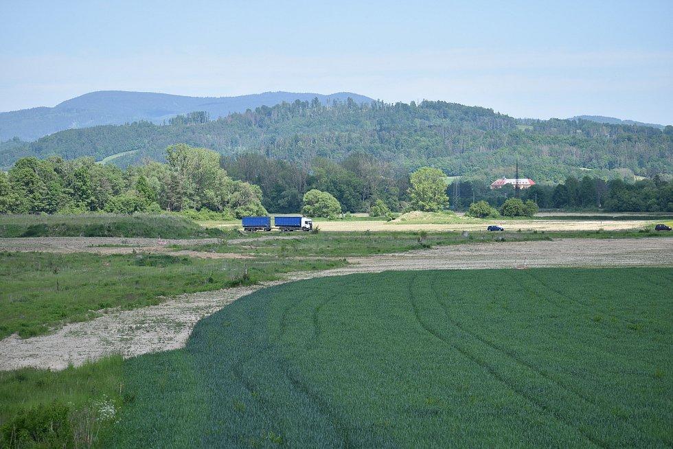 Budoucí trasa obchvatu Bludova - mimoúrovňová křižovatka u Postřelmova.