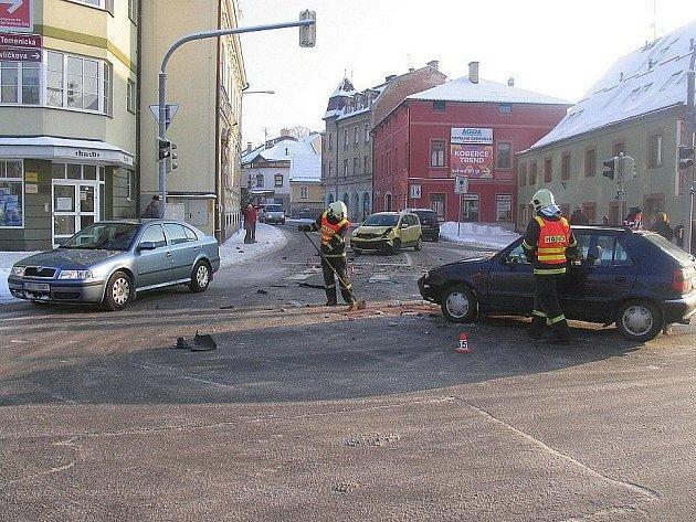 Bouračka před restaurací Koruna v Šumperku