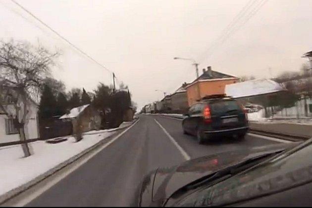 Mezi Zábřehem a Mohelnicí řádil pirát silnic. Svou jízdu si natočil na video.