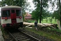 Strom, který způsobil havárii, spadl přímo před vlak.