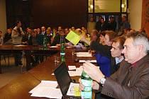 Z druhého zasedání zábřežského zastupitelstva, které řešilo kauzu Wanemi