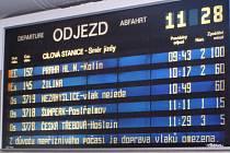 Na tabulích s příjezdy a odjezdy vlaků ve stanici Zábřeh na Moravě v úterý 2. prosince celé dopoledne naskakovalo zpoždění v řádu mnoha desítek minut, připadně informace, že vlak nejede