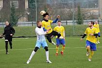 Fotbalisté Šumperku  (ve žlutých dresech)