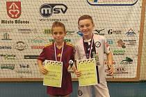 Patrik Přibylka (vlevo) s cenou pro nejlepšího hráče turnaje.