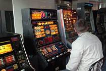 V Šumperku bude moci napříště vzniknout nová herna teprve poté, co zastupitelé změní městskou vyhlášku. Chtějí tak bojovat proti gamblerství.