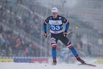 Adam Fellner v závodu mužů na 15 km volně volně v rámci Světového poháru v běhu na lyžích.