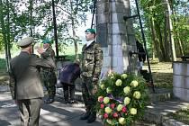 Ze vzpomínkové akce k uctění památky 16 českých odbojářů popravených 31. března 1945