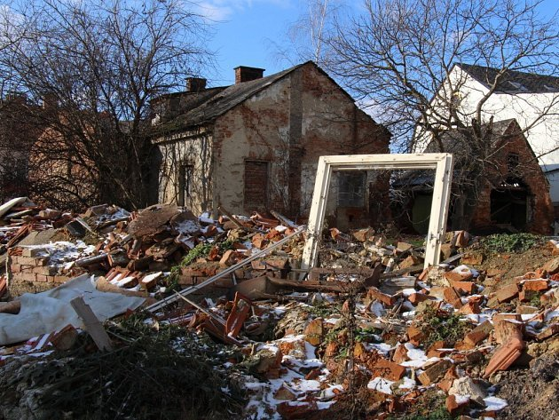 Centrum Šumperku u pošty hyzdí ruiny pěti domů