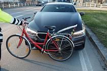 Čtyřiatřicetilety řidič BMW srazil na jedné z šumperských křižovatek cyklistu.