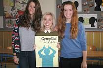 Skupina Gympláci pro Kubíka, která se rozhodla pomoci chlapci s autismem, si pro účely sbírky sama navrhla a vytvořila i plakáty.