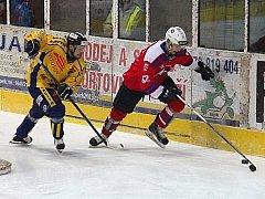 Hokej Draci - Třebíč. Boj o koutouč