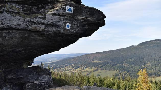Skalnatá vyhlídka Tři kameny nad Loučnou nad Desnou