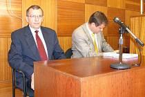 Snímky ze soudu ze čtvrtku 11. června, vlevo je Antonín Janhuba