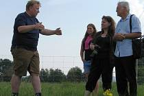 Na ekofarmě v Rovensku manželé Čechovi pěstují i kdysi zapoměnuté plodiny, jako je špalda, různé druhy pšenice nebo oves v bio kvalitě. Chovají také kolem sto třiceti ovcí.