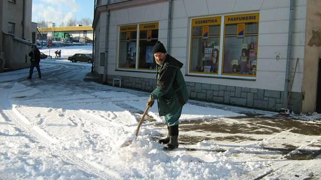 V Jeseníku připadlo pět centimetrů sněhu. Na Červenohorském sedle připadlo kolem dvaceti centimetrů sněhu.