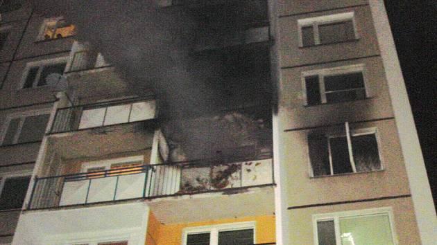 Požár v bytě paneláku v ulici Šumavská v Šumperku