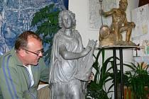Starosta Loučné Pavel Martínek ve své kanceláři.