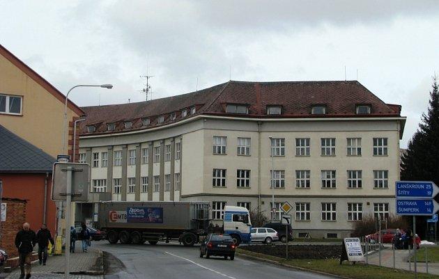 Frekventovanou křižovatku u kulturního domu a pošty v Zábřehu nahradí kruhový objezd až v roce 2014. Původně byla stavba v plánu už letos.