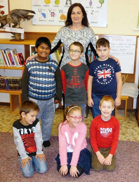 Prvňáčci ze základní školy ve Staré Červené Vodě