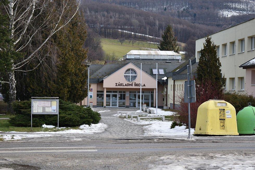 Zlaté Hory. Základní škola